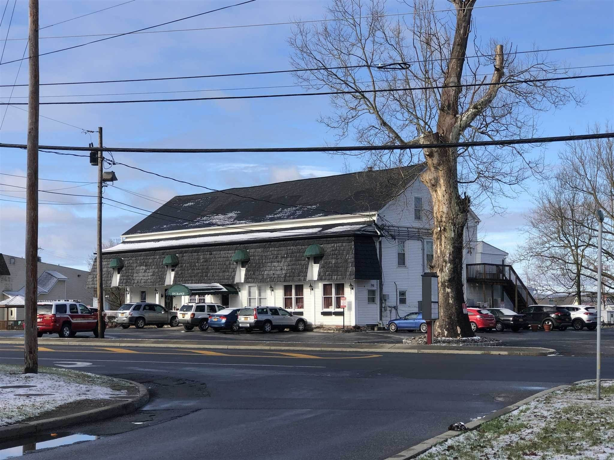 Single Family Homes por un Venta en 1639 ROUTE 376 Wappinger, Nueva York 12590 Estados Unidos