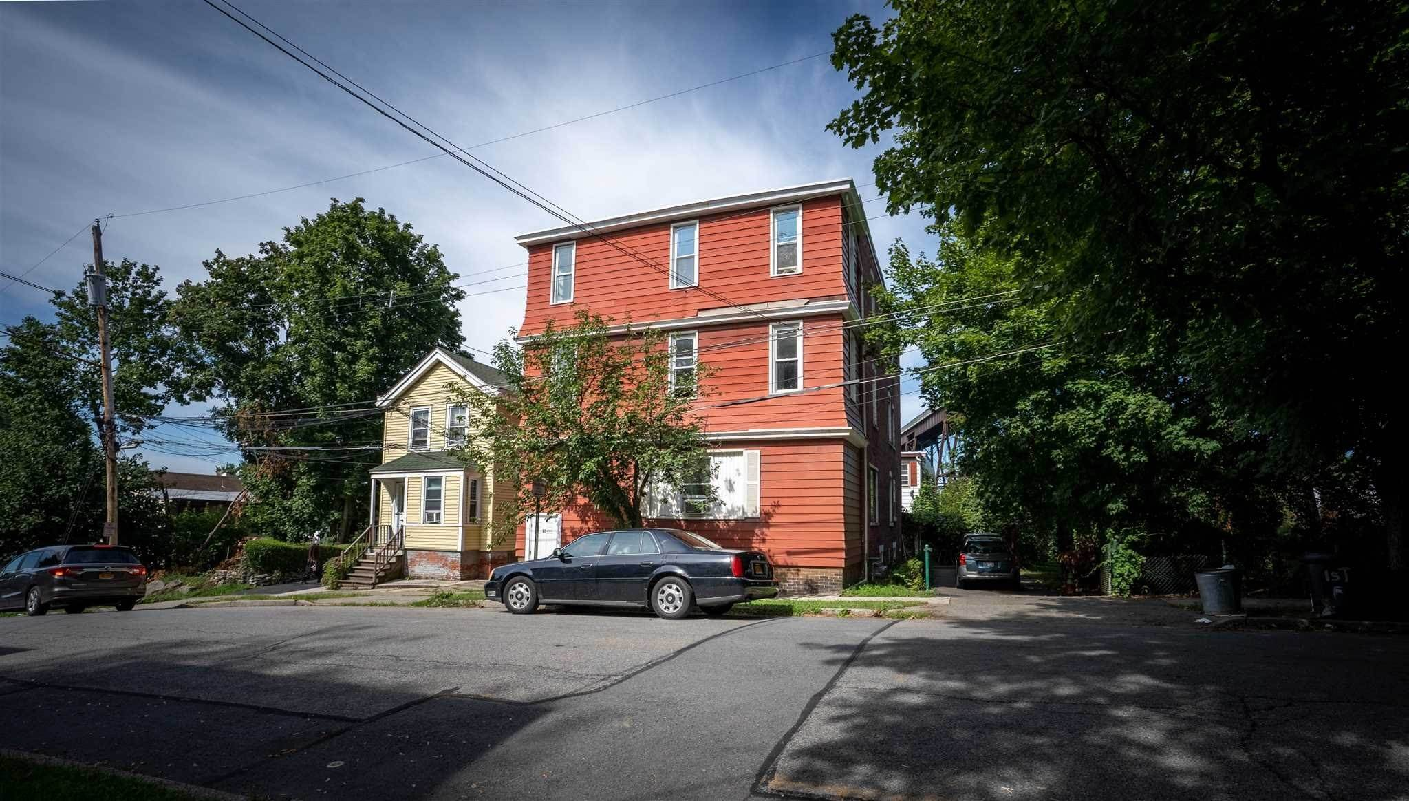 Single Family Homes por un Venta en 1115 TALMADGE Street Poughkeepsie, Nueva York 12601 Estados Unidos