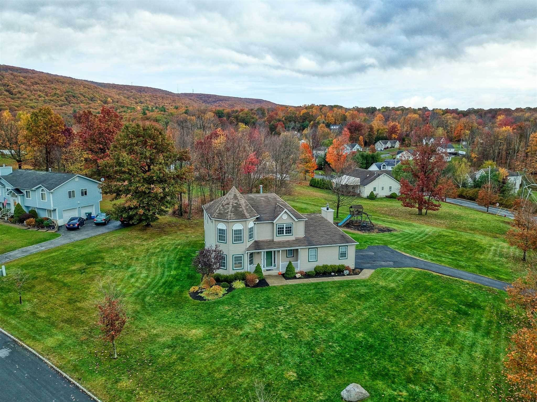 Single Family Homes pour l Vente à 2 SEQUOIA TRAIL Highland Mills, New York 10930 États-Unis