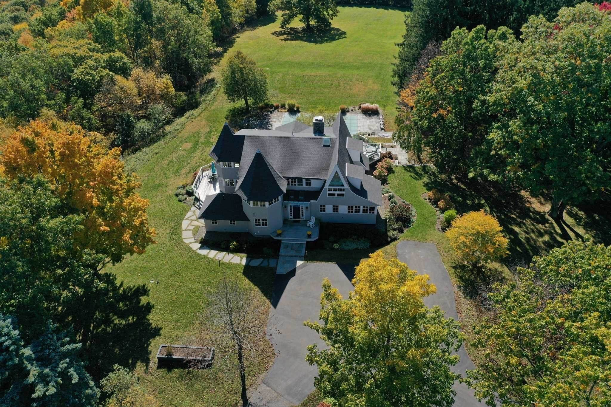Single Family Homes pour l Vente à 69 SKY TOP Road Copake, New York 12516 États-Unis