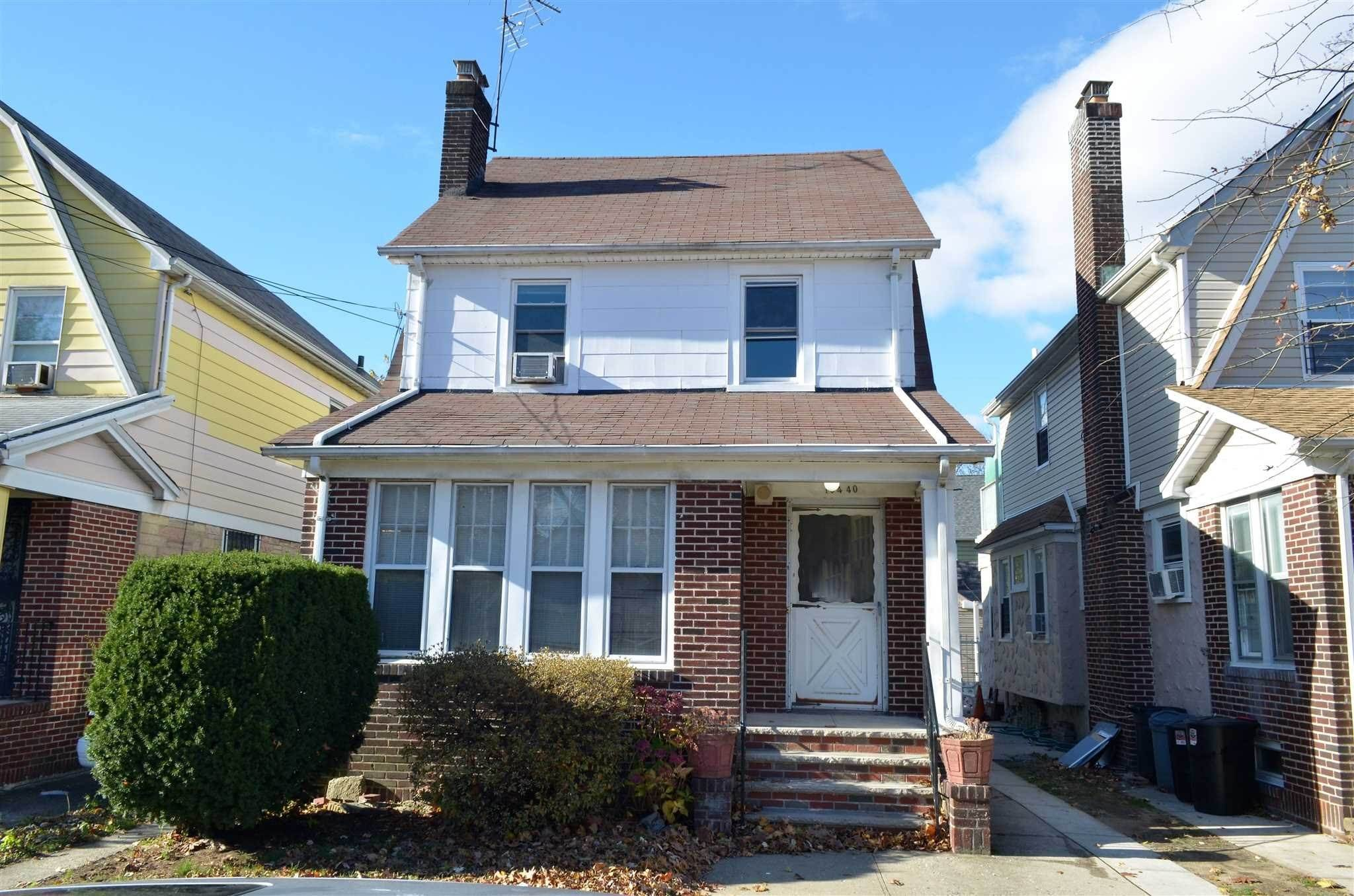 Single Family Homes por un Venta en 10440 200TH Street St. Albans, Nueva York 11412 Estados Unidos
