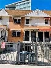 Single Family Homes pour l Vente à 181 BROOK Avenue Bronx, New York 10454 États-Unis