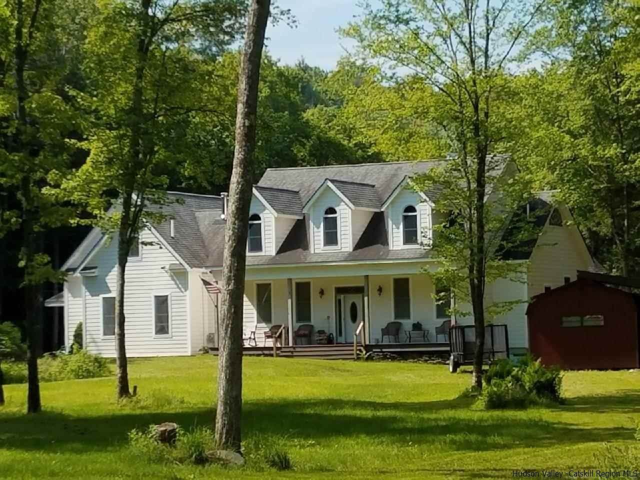 Single Family Homes pour l Vente à 395 Roaring Brook Spur Shandaken, New York 12441 États-Unis