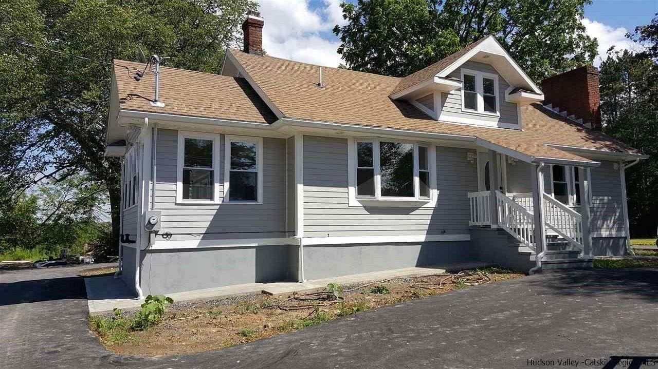 Single Family Homes para Venda às 1091 Albany Post Road Gardiner, Nova York 12525 Estados Unidos