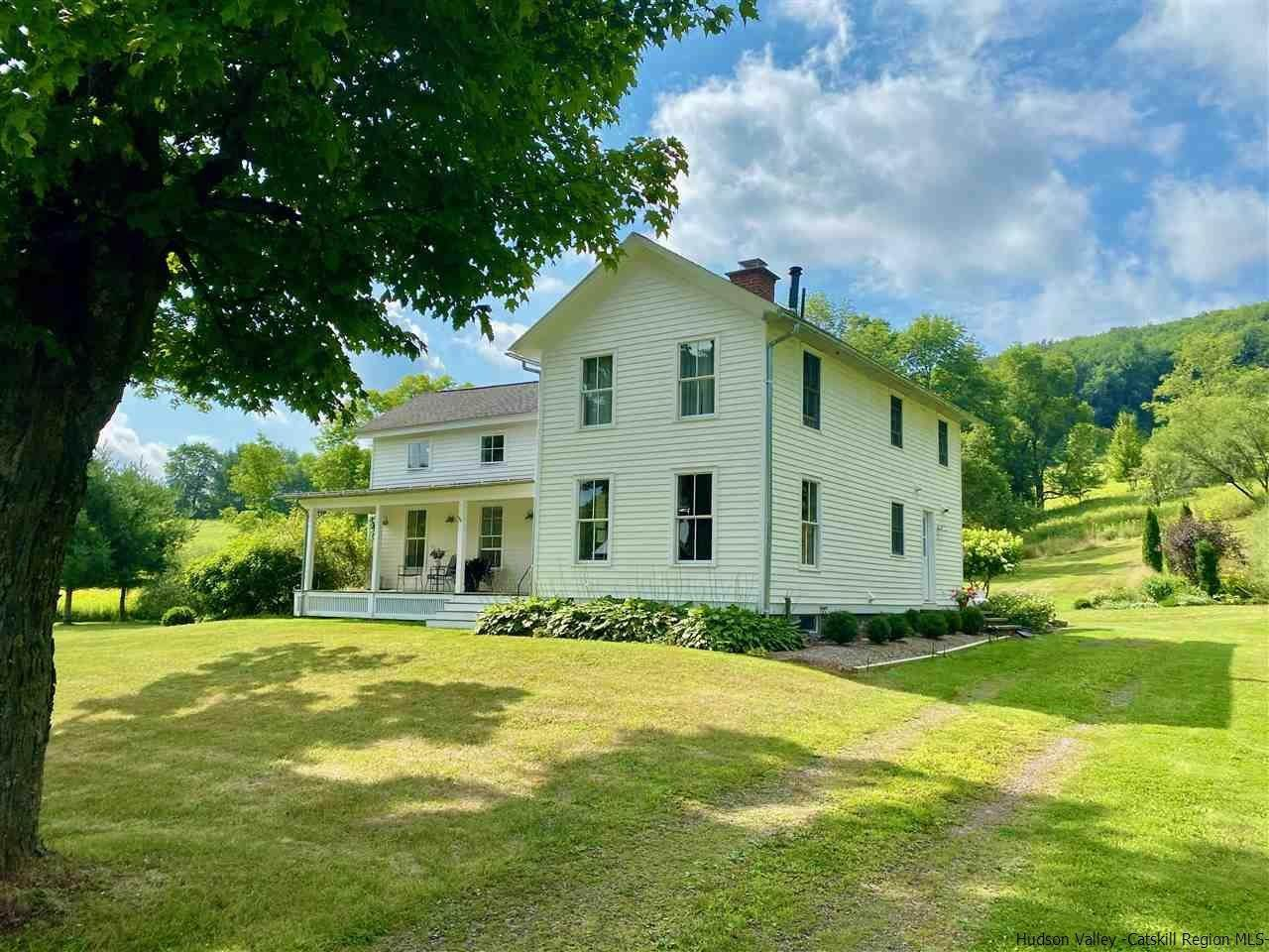 Single Family Homes pour l Vente à 4774 E Handsome Brook Road Franklin, New York 13375 États-Unis
