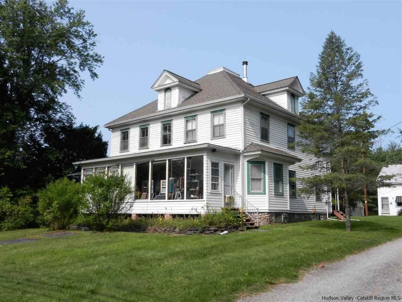 Single Family Homes pour l Vente à 2968 Route 28 Shokan, New York 12481 États-Unis