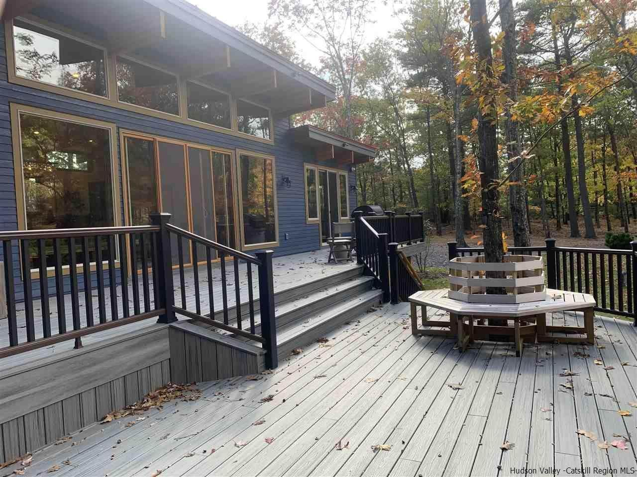 12. Single Family Homes for Sale at 2 RAYCLIFFE Drive Woodstock, New York 12498 United States
