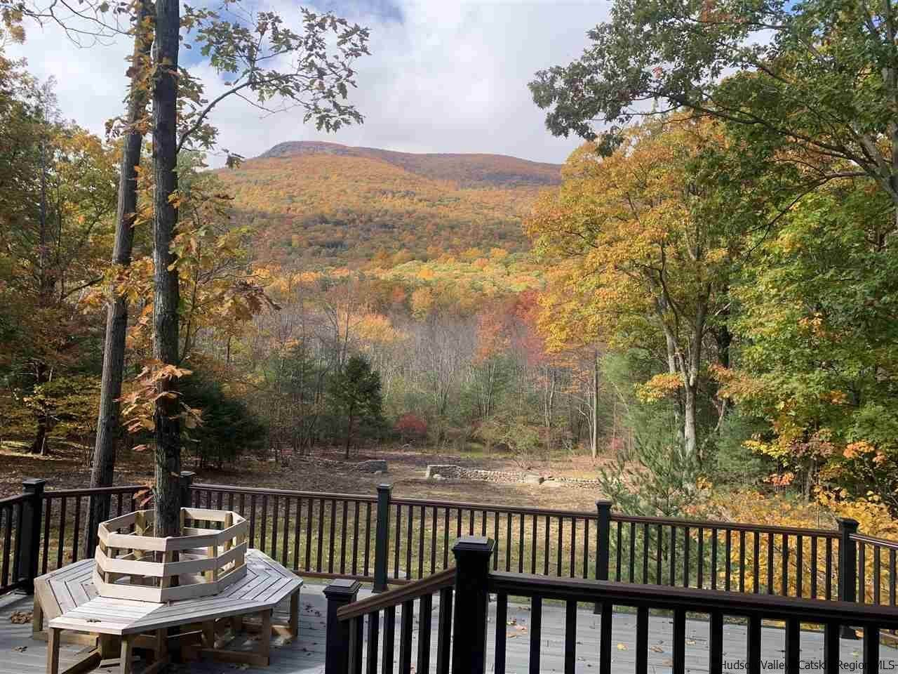 4. Single Family Homes for Sale at 2 RAYCLIFFE Drive Woodstock, New York 12498 United States
