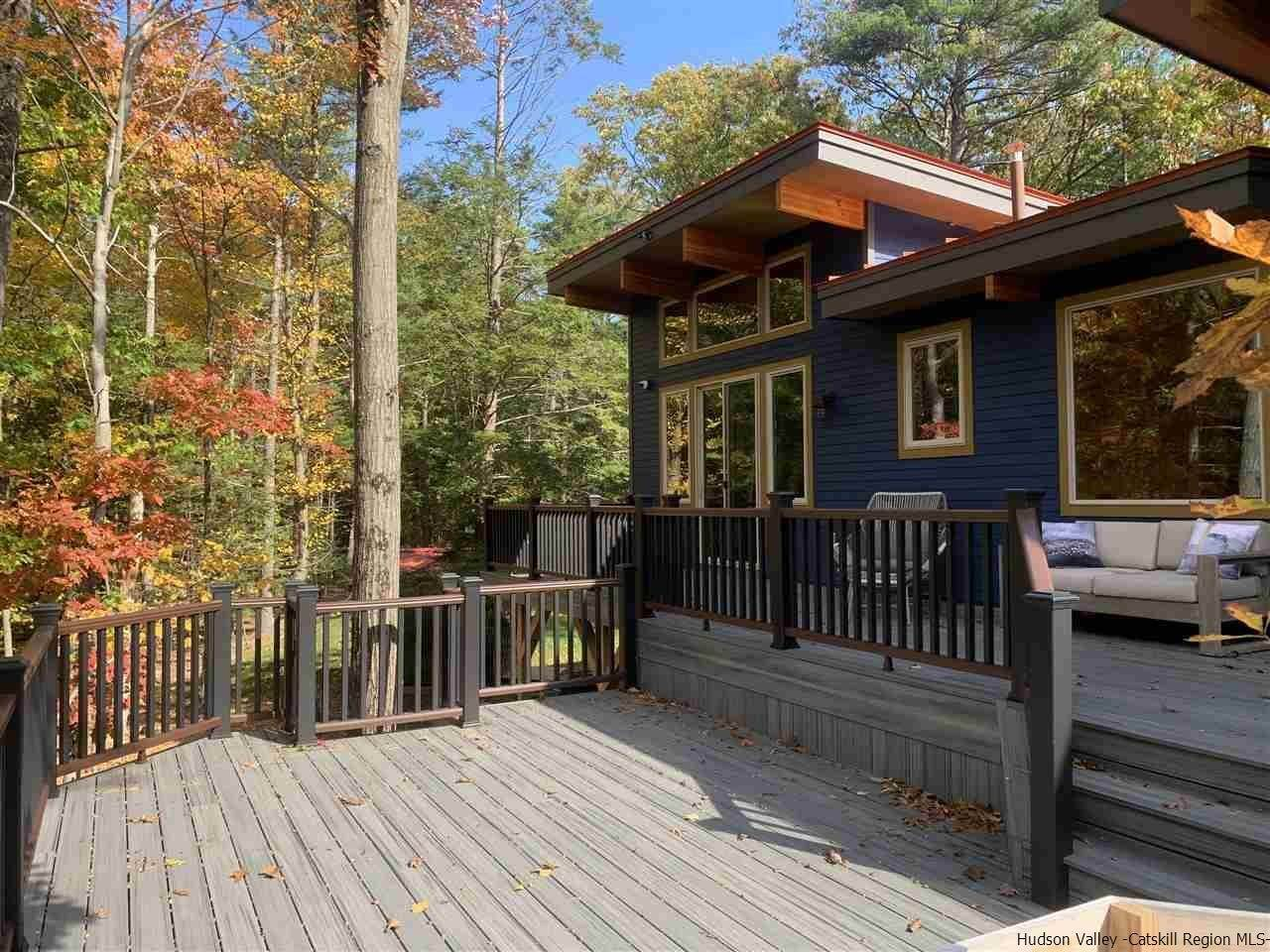 7. Single Family Homes for Sale at 2 RAYCLIFFE Drive Woodstock, New York 12498 United States