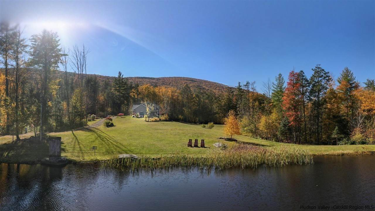 Single Family Homes pour l Vente à 7433 Route 28 Shandaken, New York 12480 États-Unis