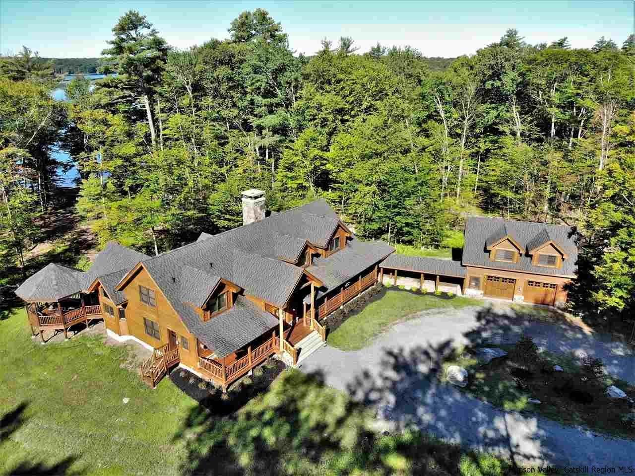 Single Family Homes pour l Vente à 58 Homestead Trail White Lake, New York 12786 États-Unis