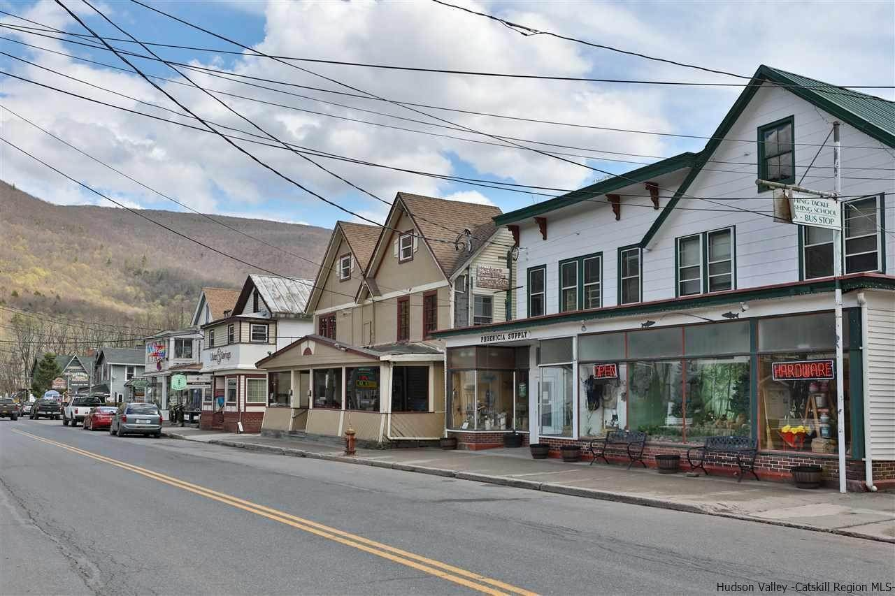 Retail for Sale at 52 Main Street Phoenicia, New York 12464 United States