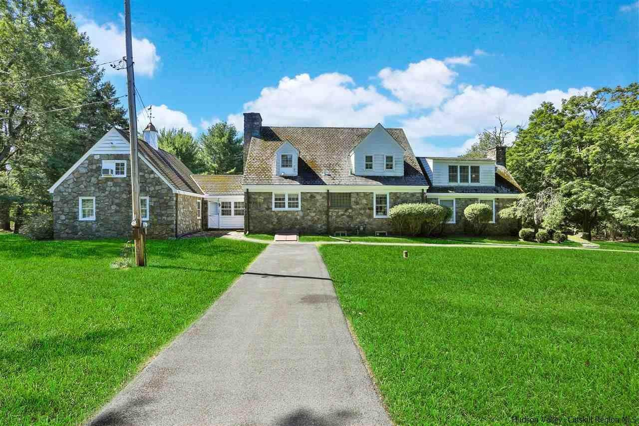 Single Family Homes para Venda às 63 N Putt Corners Road New Paltz, Nova York 12561 Estados Unidos