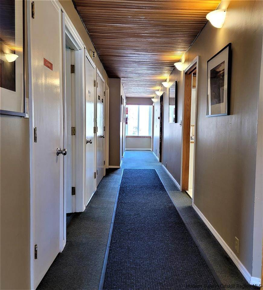 10. Offices for Sale at 2 Maverick Road Woodstock, New York 12498 United States