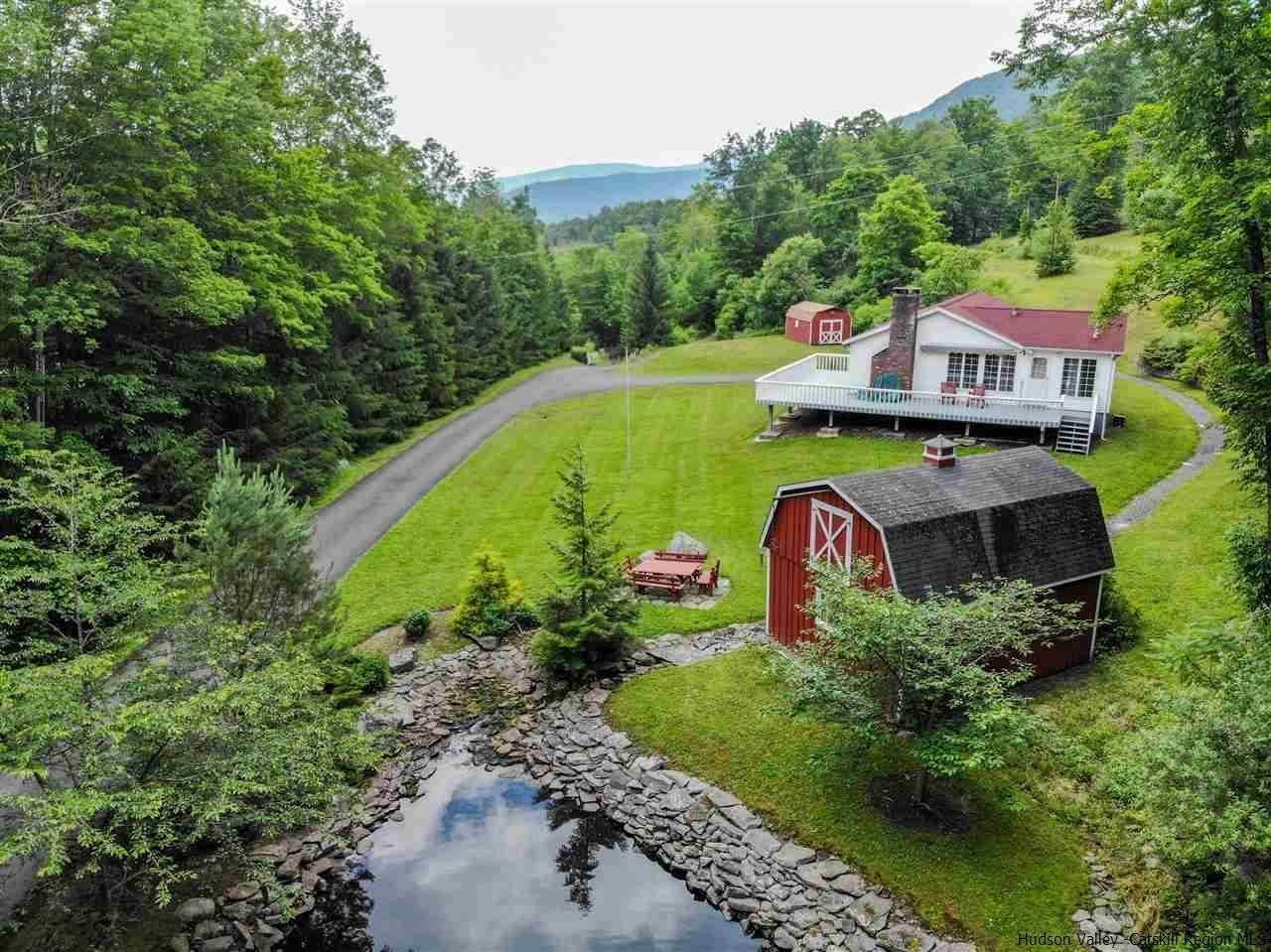 Single Family Homes pour l Vente à 539 Route 42 Shandaken, New York 12480 États-Unis