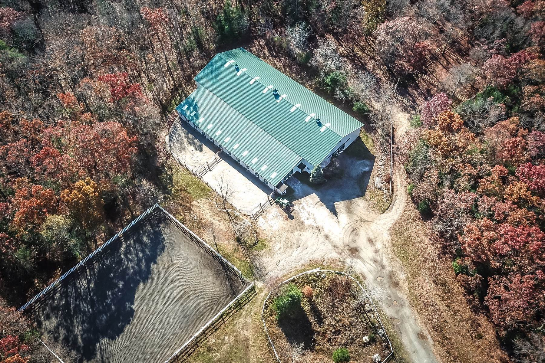 Single Family Homes à Prodigious Equestrian Facility And Home 34 Great Rock Road Sherborn, Massachusetts 01770 États-Unis