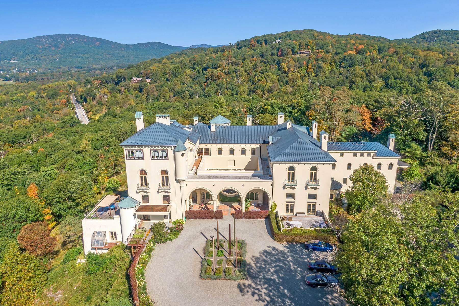 Single Family Homes für Verkauf beim Castle Overlooking the Hudson 57 Dicks Castle Road Garrison, New York 10524 Vereinigte Staaten