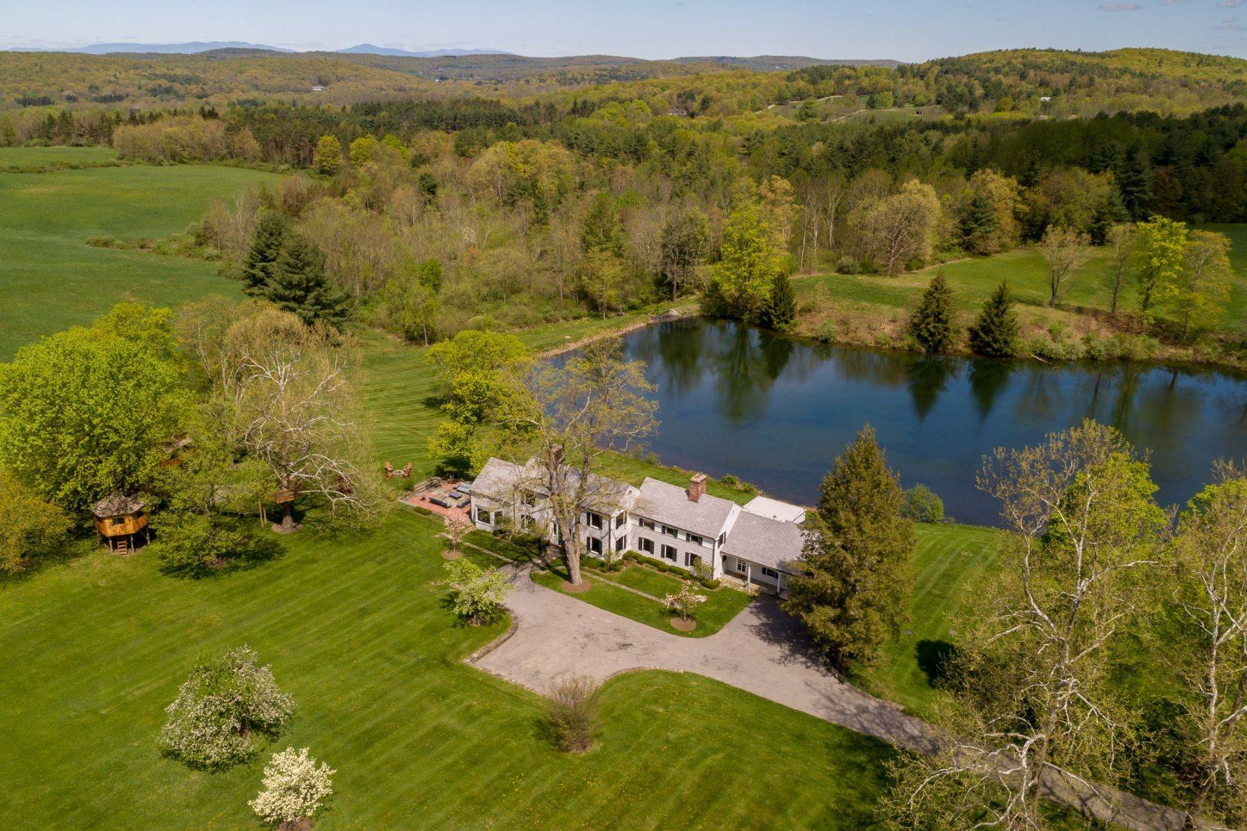 Single Family Homes for Sale at Country Retreat 749 Stanford Road Millbrook, New York 12545 United States