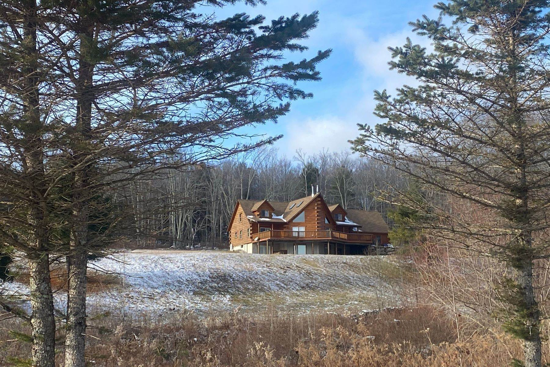 Single Family Homes por un Venta en Timeless Luxury Yellow Pines Log Cabin 241 Campbell Road Windham, Nueva York 12496 Estados Unidos
