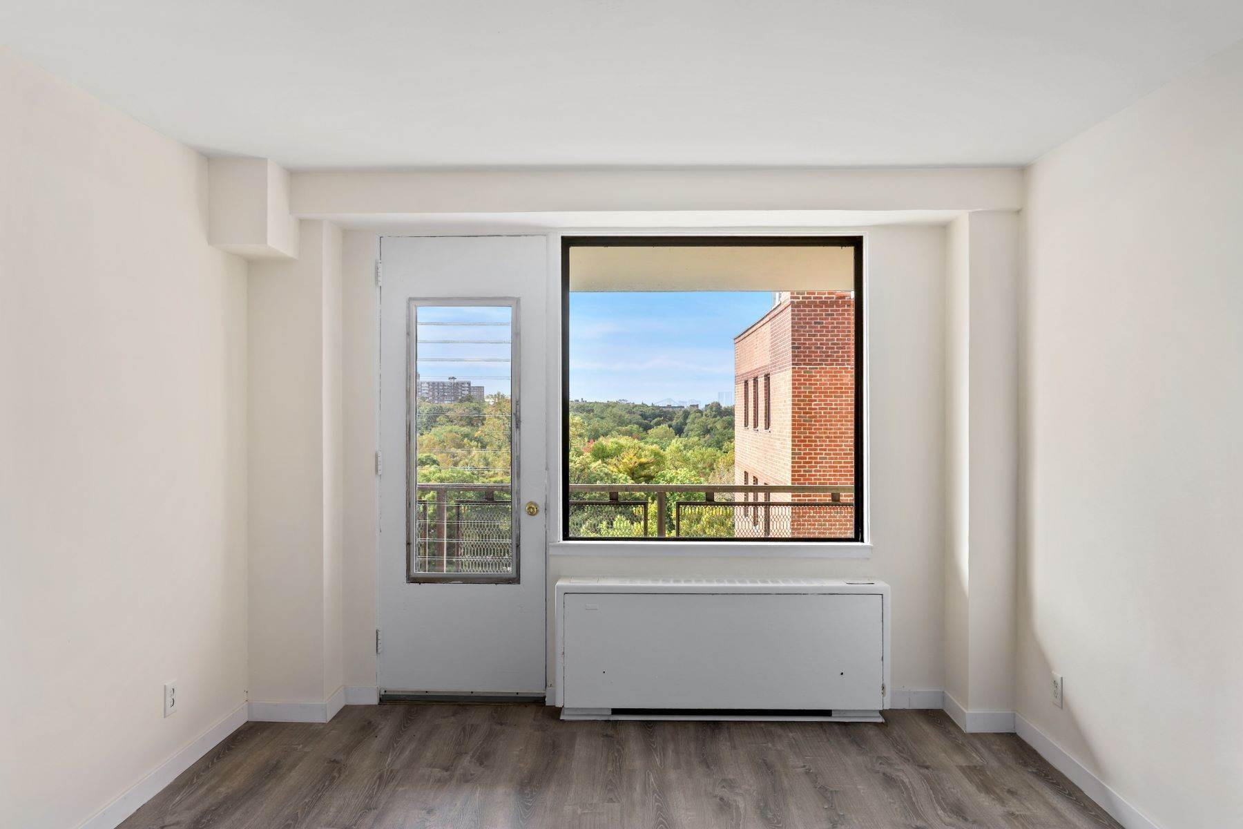 Co-op Properties at 4901 Henry Hudson Pkwy West, Apt. 10G 4901 Henry Hudson Parkway, Apt 10G Bronx, New York 10471 United States