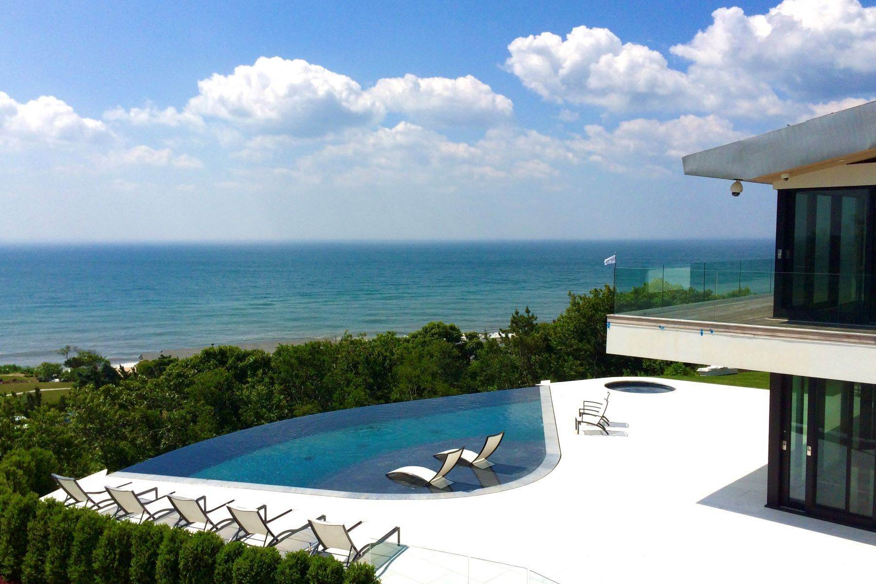 Single Family Homes bei Alluring Modern Overlooking Ocean 14 Maple Street East Hampton, New York 11937 Vereinigte Staaten