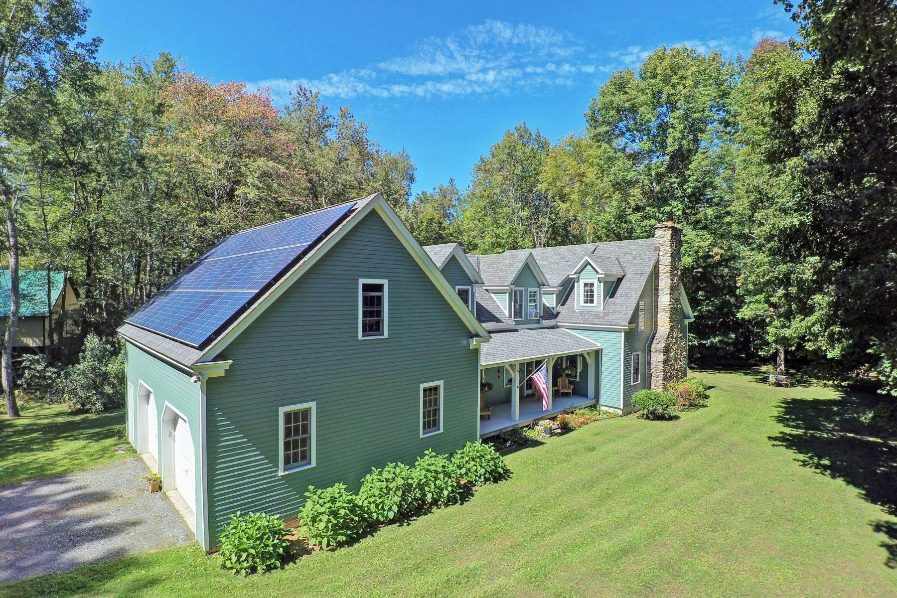 Single Family Homes pour l Vente à Country Charm -Post and Beam Character with Historic Blend 1568 Dublin Rd Richmond, Massachusetts 01254 États-Unis