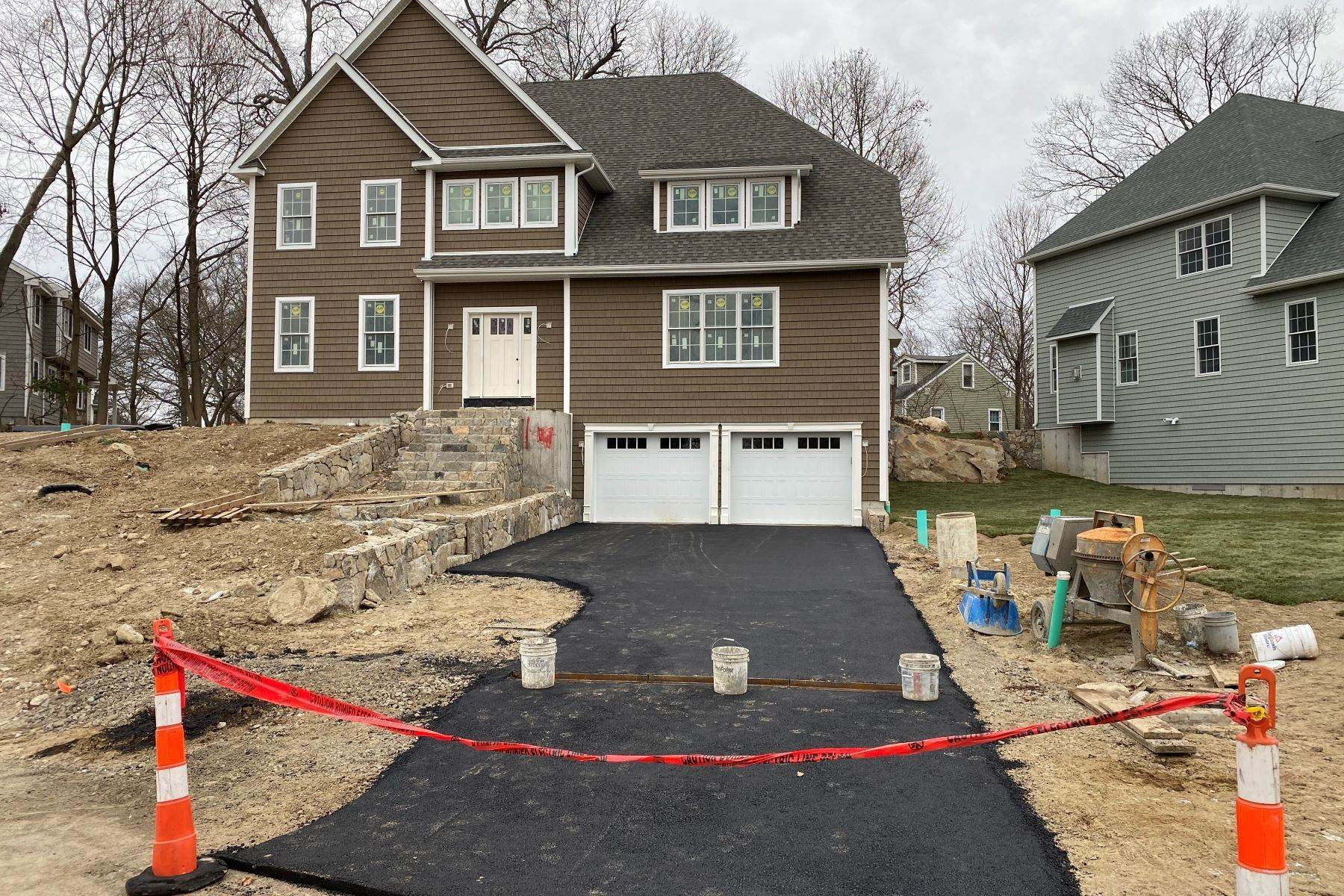 Single Family Homes für Verkauf beim New Construction Mid City Stamford 41 Walnut Ridge Court Stamford, Connecticut 06905 Vereinigte Staaten
